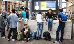 Hungary to take thousands of refugees to Austrian border by bus | Saif al Islam | Scoop.it