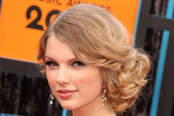 5 Best Side Swept Hairstyles Ideas for Prom 2013 | Easy Hairstyles | Easy-Hairstyles.com | Scoop.it