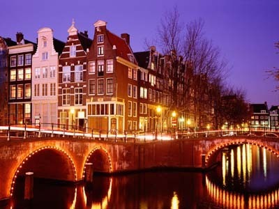 Great for Families, couples and singles: Canal Cruises in Amsterdam. Day AND night cruises! | Full Fridge Free Guide to Amsterdam | Scoop.it