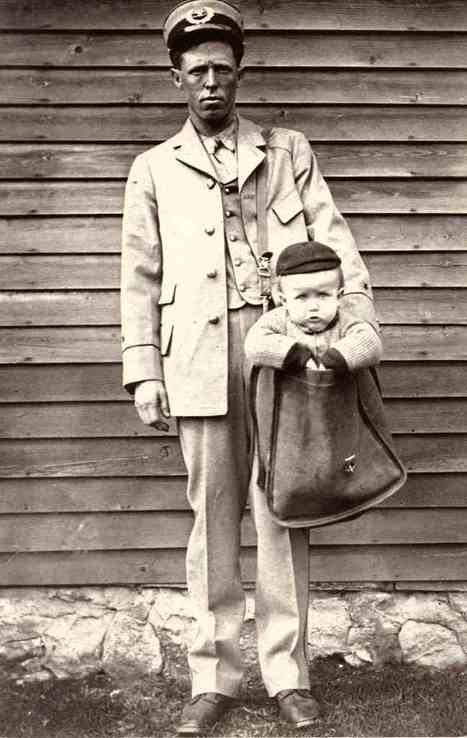 Sending a child through the post, 1900 | GenealoNet | Scoop.it