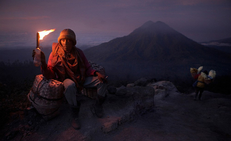 Kawah Ijen - Sulfur miners of Ijen crater | Photojournalist: Mitchell Kanashkevich | PHOTOGRAPHERS | Scoop.it