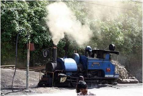 Riding on the Darjeeling Himalaya Railway – Most unique experience of an UNESCO World Heritage Site | India Travel Blog – The Other Home | Discover Real India | Scoop.it