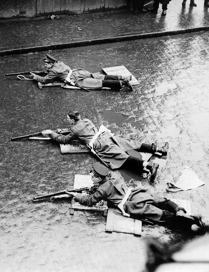 When Winston Churchill oversaw a gun battle in the streets of London | World War 2 Herald | Scoop.it