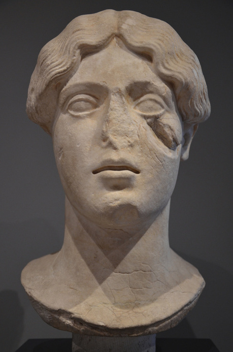 Art and sculptures from Hadrian's Villa: Marble head of a female divinity, Persephone? | LVDVS CHIRONIS 3.0 | Scoop.it