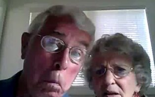 Sweet Elderly Couple Tests Their New Webcam [VIRAL VIDEO] | speedoholic | Scoop.it