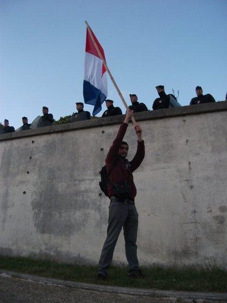 #21A : Séquestration de citoyens au Trocadéro par les forces de police dans l'indifférence générale : vit-on vraiment en démocratie ?   #marchedesbanlieues -> #occupynnocents   Scoop.it