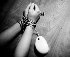 ADOLESCENTES: ATRAPADOS EN LAS REDES SOCIALES: Los peligros de subir cierto tipo de fotos a internet | msi | Scoop.it