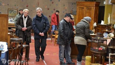 Tout le week-end, les amateurs de meubles et objets anciens se retrouvent à la salle polyvalente   Meubles de style ancien   Scoop.it