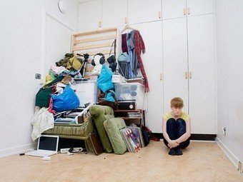 Photo Series of Students with All Their Belongings Critiques Consumerism   Consumismo en la sociedad mexicana   Scoop.it