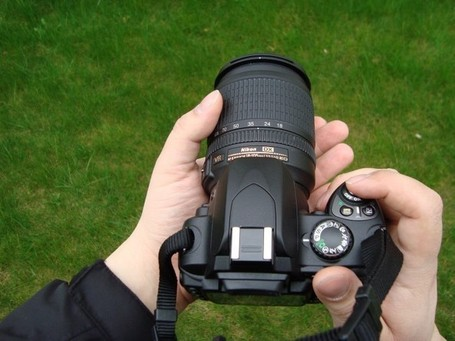 How to Hold a Camera Properly for Taking Better Photographs | Topics of my interest | Scoop.it