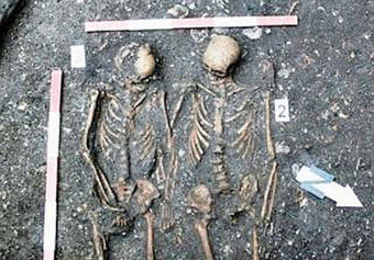 Skeletons of couple holding hands found in Romania | Histoire et Archéologie | Scoop.it