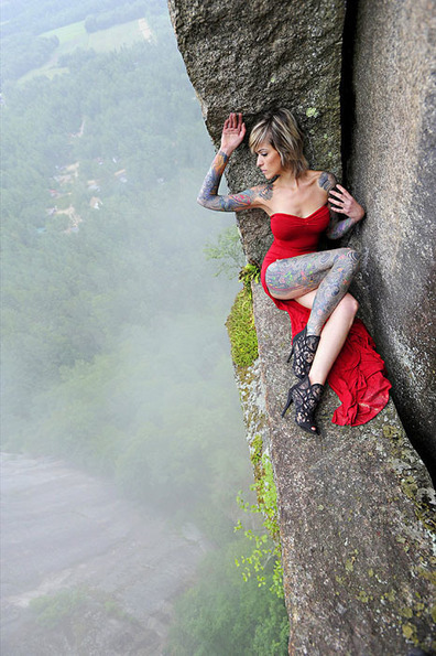 This Photographer Does Photo Shoots on a 350ft Cliff | xposing world of Photography & Design | Scoop.it