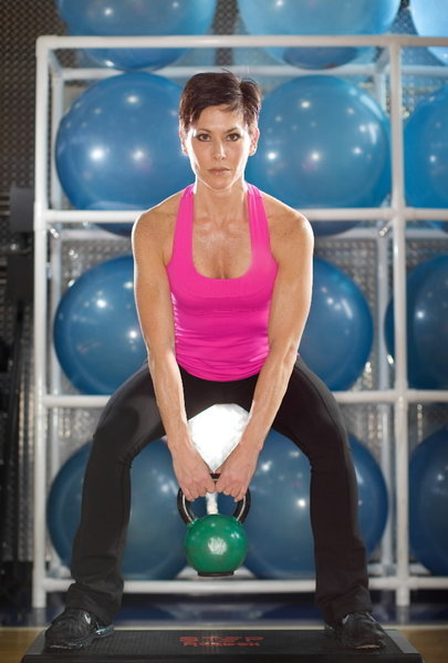 Women hoist kettlebells for strength and shapeliness - Chicago Tribune | body transformation for women | Scoop.it