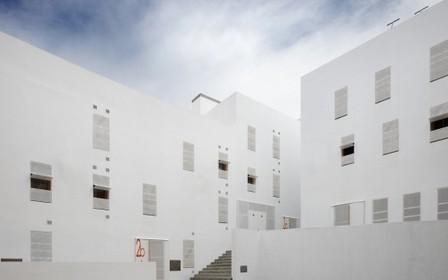 [Cádiz, Spain] Housing in the Historic District of Cadiz / Cano Lasso | The Architecture of the City | Scoop.it