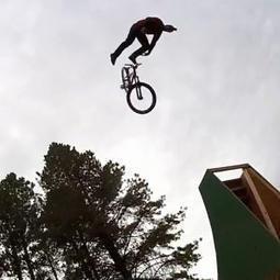 Compilation GoPro de sauts en MTB dans une rivière - meltyXtrem | GO PRO | Scoop.it