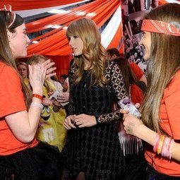 Taylor Swift Meets Fans After Red Tour Show, Thanks New Jersey for Amazing Night   Red tour   Scoop.it