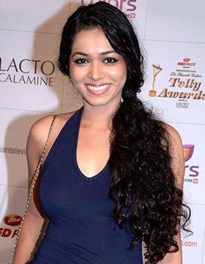 Don't have a crush on Vivian Dsena, I admire him as an actor, says Vaishnavi Dhanraj! | Online Gossips | Scoop.it