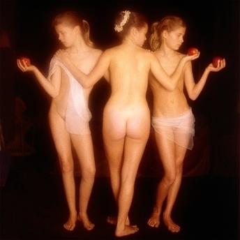 Yellow Korner : Photograph : Les 3 grâces, hommage à Raphaël - David Hamilton | The Blog's Revue by OlivierSC | Scoop.it