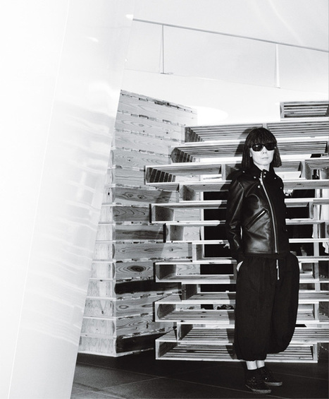 Chaos Theor Rei Kawakubo of Comme des Garçons says she isn't out to break the rules. That doesn't mean she hasn't left plenty of themcrumbled in her wak Interview by Matthew Schneier. Portrait by M... | COMME des | Scoop.it