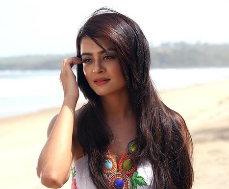 Best Of Pinterest Images: Surveen Chawla Looking Cute in Hate Story 2 | Hot Celebrities | Scoop.it