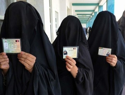 Police at Paris airport bar 3 Saudi women wearing face veil from ... | Police Problems and Policy | Scoop.it