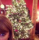 Taylor Swift Shows Off Her Christmas Tree Decorating Skills   Holiday Decorations   Scoop.it