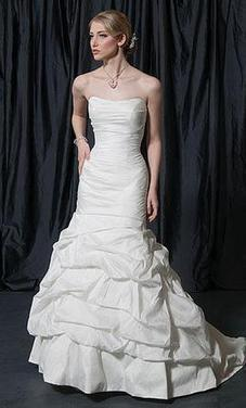 Alfred Sung Style #: 6826 Size 8   Wedding Dresses   wedding  and event   Scoop.it