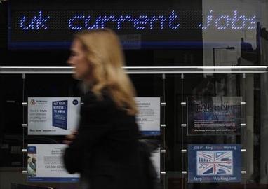 Britain's jobless rate dips, prompting more bets on earlier rate rises   Reuters   CLSG Economics: Macroeconomics   Scoop.it