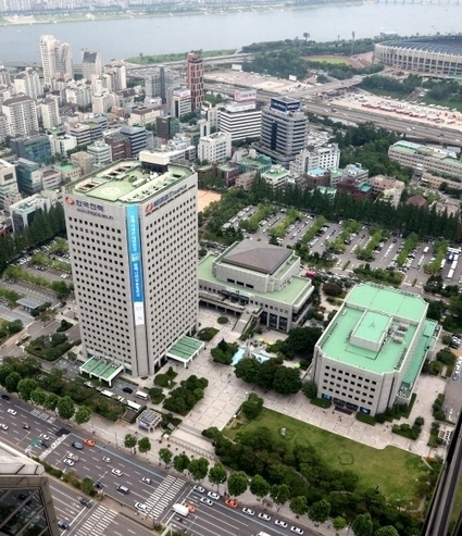 Samsung, Hyundai kick off tight race for lucrative Gangnam site | English News | Scoop.it