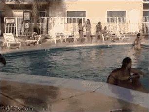 A la mierda la piscina, yo quiero jugar a los bolos… | Humor24h | Scoop.it