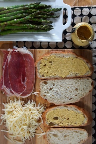 Asparagus, Fontina & Speck Ham Panini » strawberryplum | À Catanada na Cozinha Magazine | Scoop.it