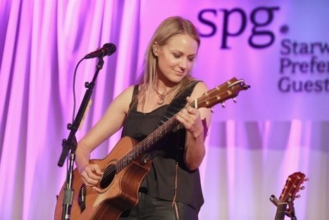 Jewel Previews New 'Picking Up the Pieces' Album in Nashville   Country Music Today   Scoop.it