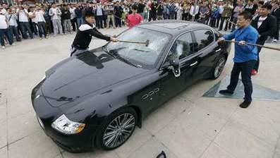 Misnoegde Chinees hamert zijn Maserati in de prak | MaCuSa Sam | Scoop.it