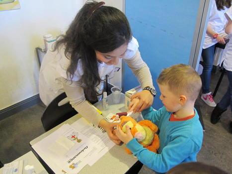 À la fac de médecine de Lille, l'Hôpital des nounours fait le plein - La Voix du Nord   Clowns à l'hôpital   Scoop.it