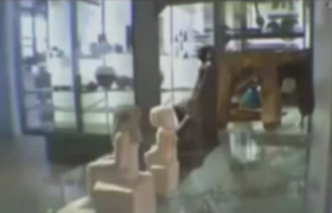 Mystère : Comment cette statuette égyptienne du Manchester Museum peut bouger toute seule ? - Vidéos Fail/Win/OMG   Insolite, Weird News   Scoop.it