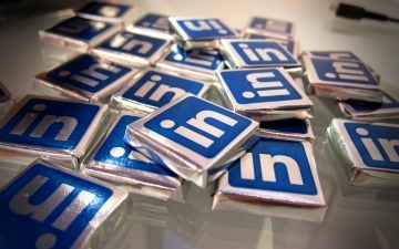 How Are People Really Using LinkedIn? [INFOGRAPHIC] | An Eye on New Media | Scoop.it