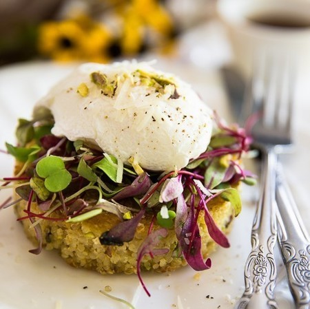 Poached Egg over Crispy Quinoa Cake - The Healthy Foodie | Passion for Cooking | Scoop.it