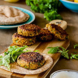 Spiced millet and chickpea burgers with preserved lemon yoghurt | Vegetarian recipes and cooking | Scoop.it