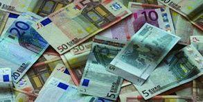 Hombre regala dinero por la calle para no dárselo a su ex pareja | Curiosidades | Scoop.it