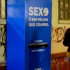 Un distributeur automatique bon pour la santé : un préservatif reçu en échange d'une cigarette | Associations : communication, partenariats, recherche de financement.... | Scoop.it