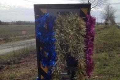 Landes : pour fêter Noël, des motards décorent des radars automatiques | Actus Motos et 2 roues | Scoop.it