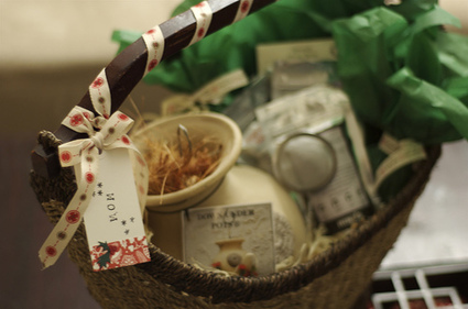 5 Heartwarming Gift Basket Ideas for the Holidays ... - Balsam Hill Blog | Gift Baskets | Scoop.it