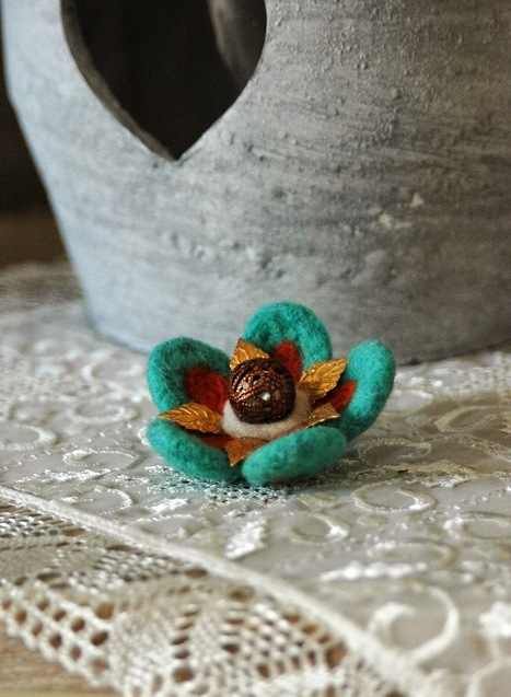 Green Dot Creations: Vintage floral for Mother's Day: Needle felted flower brooch! | Needle felting art by Green Dot Creations' Studio! | Scoop.it