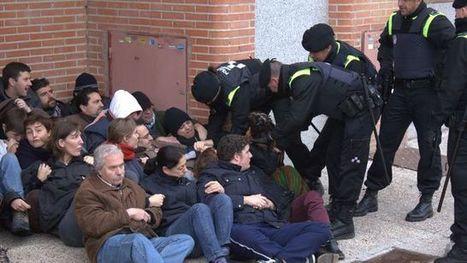 Piden tres años de cárcel a una joven tras participar en 2011 en una sentada pacífica contra un desahucio | LA GRAN ESTAFA EN ESPAÑA | Scoop.it