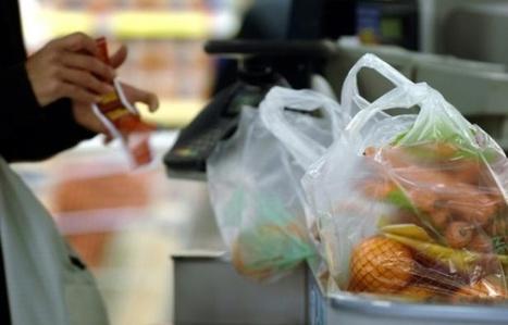 Sacs plastiques interdits: commerçants et industriels attendent le décret | Des 4 coins du monde | Scoop.it