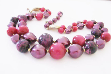 Vintage Lucite Bead Necklace / Cranberry Red / Variegated Purple / Deep Lavender / Jewelry / Jewellery | Vintage and Antique Jewelry & Fashion | Scoop.it
