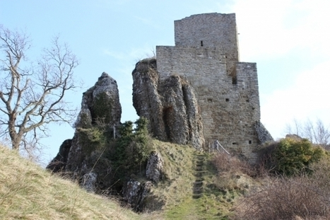 A castle on red stone – Castle Pietrarubbia | Le Marche another Italy | Scoop.it