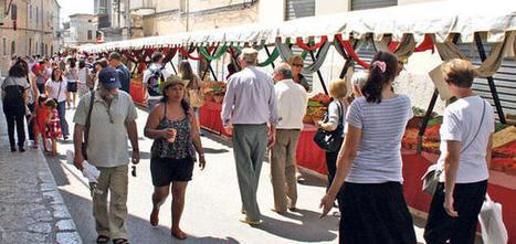 Una nueva norma prohíbe fumar a los vendedores de comida en el ... - Diario de Mallorca   Ecología - Dietética  y Nutrición   Scoop.it