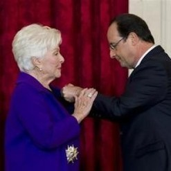 Décorée par F. Hollande, Line Renaud évoque  le combat qui a donné un sens à son existence | 16s3d: Bestioles, opinions & pétitions | Scoop.it