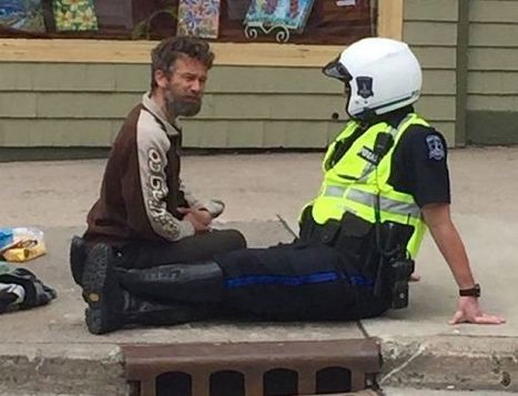 Meet the Police Officer Who Sits on Sidewalks with Street People - Good News Network | Random Acts of Kindness, Senseless Acts of Beauty | Scoop.it